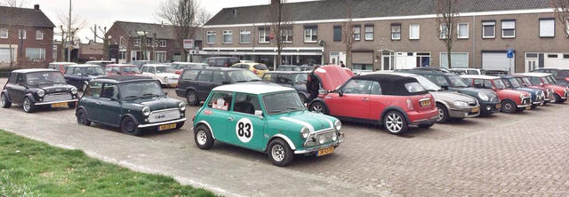 Mini's klaar voor de start in Ospel